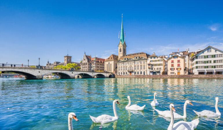 shutterstock_397729420-Lake-Zurich